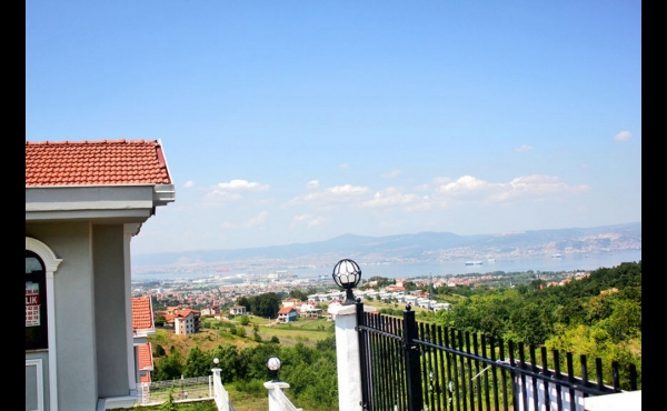 A MIXTURE OF BLUE AND GREEN IN AN AMAZING ATMOSPHERE IZMIT 27